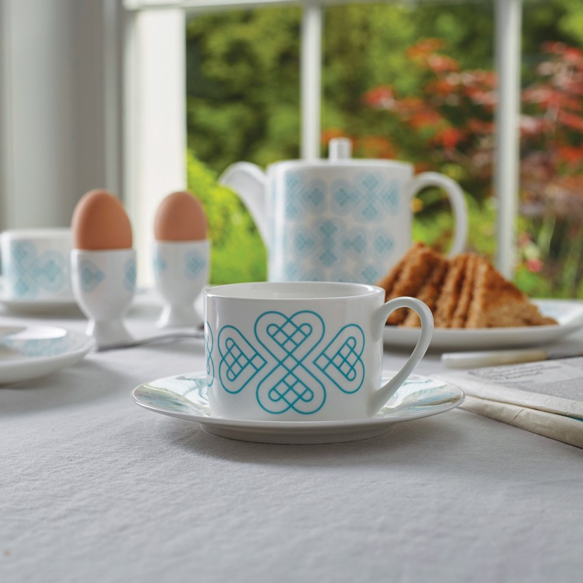 Cordello, Kate Shaw, Italian style china, Blue and white china, Heart china, Graphic patterns, home accessories, graphic printed china, Classic blue & White china, Tea pots, Modern tea cups